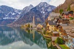 Городок с традиционными деревянными домами, Австрия Hallstatt, Европа Стоковые Изображения RF