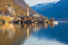 Городок с традиционными деревянными домами, Австрия Hallstatt, Европа Стоковое Изображение RF