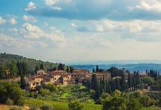 Городок Тосканы в холмах стоковые изображения rf