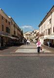 Городок Bardolino привлекательный старый на береге Veronese озера Garda стоковые фото