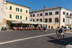 Городок Bardolino привлекательный старый на береге Veronese озера Garda стоковое изображение rf