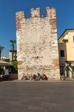 Городок Bardolino привлекательный старый на береге Veronese озера Garda стоковая фотография
