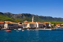 Городок Jelsa на острове Hvar, Хорватии Стоковое фото RF