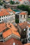 городок kotor старый Апельсин-крыть черепицей черепицей крыши города Sh Стоковое фото RF