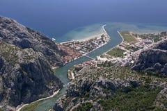 Городок Omis, Хорватия стоковые изображения rf
