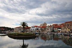 Городок Vrboska на острове Hvar, Хорватии Стоковые Изображения RF