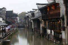 Городок Wuzhen в дожде стоковые фотографии rf