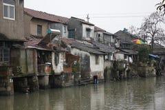 Городок Xincheng старый в дожде зимы Стоковая Фотография RF