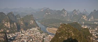 Городок yangshuo, взгляда от башни ТВ провинция guangxi Стоковые Изображения