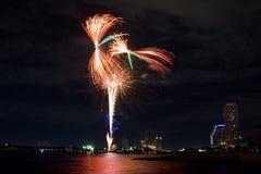 Город освещает фейерверк красочный Стоковое Фото