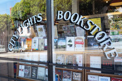 Город освещает Bookstore в San Francisco стоковое фото rf