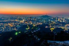 Город Сеула и городской горизонт в Сеуле, Южной Корее Стоковое фото RF