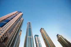 Городская архитектура района корпоративного бизнеса: стекло отражает Стоковое Изображение