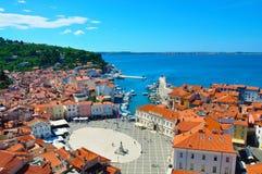 Городская площадь в Piran, Словении Стоковое Изображение
