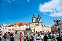 Городская площадь Праги старые и церковь матери бога Стоковая Фотография RF