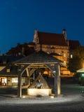 Городская площадь Kazimierz Dolny к ноча Стоковые Изображения RF