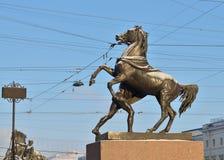 Городская скульптура на мосте Стоковые Изображения