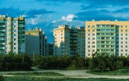 Городские здания на предпосылке голубого неба Стоковая Фотография