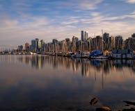 Городские отражения захода солнца Ванкувера от парка Стэнли Стоковые Изображения RF
