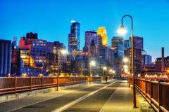 Городское Миннеаполис, Миннесота на nighttime Стоковое фото RF