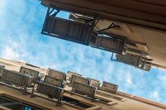 Городской беспорядок - много кондиционер (aircon) в строении снабжения жилищем Стоковые Фотографии RF