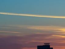 Городской восход солнца с силуэтом здания Стоковые Изображения RF
