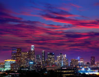 Городской горизонт Калифорния захода солнца Лос-Анджелеса ночи ЛА Стоковая Фотография RF