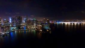 Городской горизонт ночи Майами воздушный Стоковые Фотографии RF