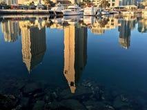 Городской горизонт с отражениями воды, Сан-Диего города, Калифорния, США Стоковое Изображение