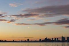 Городской горизонт Торонто на заходе солнца стоковая фотография