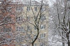 Городской город пока суматоха снега зима белизны снежинок предпосылки голубая Стоковое фото RF