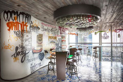 Городской дизайн в кафе в здании башни цапли Стоковая Фотография RF