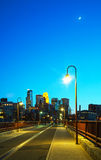 Городской Миннеаполис, Минесота на nighttime Стоковые Изображения RF