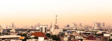 Городской пейзаж Бангкока, антенны здания связи Стоковые Фото
