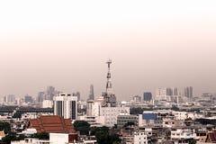 Городской пейзаж Бангкока, антенны здания связи Стоковое Фото