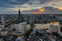 Городской пейзаж Бангкока и река Chaophraya Стоковое фото RF