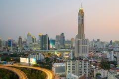 Городской пейзаж Бангкока на сумерк с главным движением Стоковое Изображение