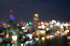 Городской пейзаж Бангкока на twilight времени, запачканном bokeh фото Стоковые Фотографии RF