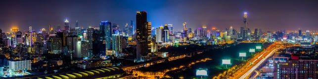 Городской пейзаж Бангкока панорамы на ноче Стоковая Фотография