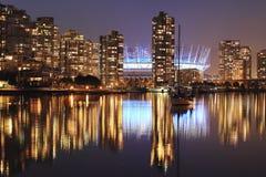 Городской пейзаж вечера Ванкувера ДО РОЖДЕСТВА ХРИСТОВА Стоковые Фотографии RF