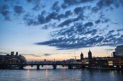 Городской пейзаж вечера Лондона Стоковые Фотографии RF