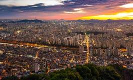 Городской пейзаж взглядом ночи Стоковое фото RF