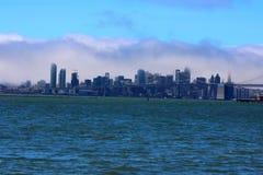 Городской пейзаж в облаках стоковые фотографии rf