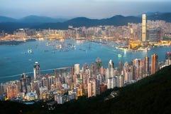 Городской пейзаж Гонконга увиденный от высокого запада Стоковые Фотографии RF