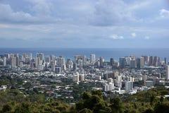 Городской пейзаж Гонолулу, дороги, здания, небоскребы, краны, парки Стоковые Изображения