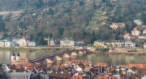 Городской пейзаж города Гейдельберга с старым крестом моста r Стоковое Изображение