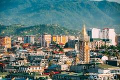 Городской пейзаж грузинского курортного города Батуми Различные покрашенные дома Стоковое Изображение RF