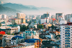 Городской пейзаж грузинского курортного города Батуми Различные покрашенные дома Стоковое Изображение
