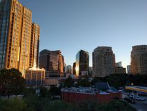Городской пейзаж Далласа на заходе солнца Стоковое фото RF