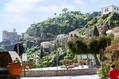 Городской пейзаж деревни Savoca в горе Сицилии стоковые изображения